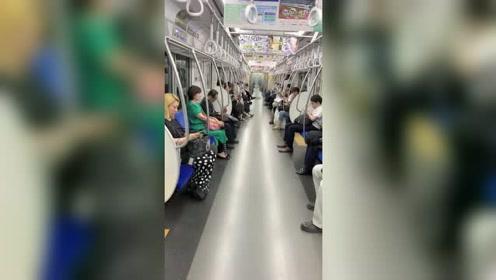 日本的电车比图书馆都安静,在这里工作太压抑