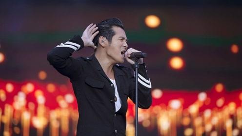 他是台湾歌王曹格,上歌手首位被淘汰,如今家庭事业美满惹人羡