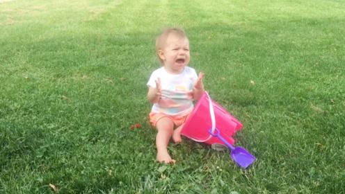 搞笑萌宝:臭哥哥,把气球还我!哥哥我不背这个锅!