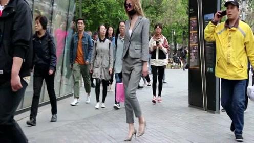 街拍,八千多一双的老爹鞋,美女穿上效果不是一般的好