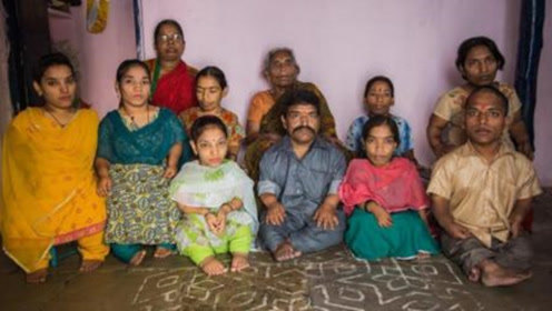 印度最矮家族,21名成员18个身高不足1米,背后故事令人心酸