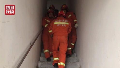 孕妇临盆又遇电梯停电 消防员从23层抬孕妇下楼