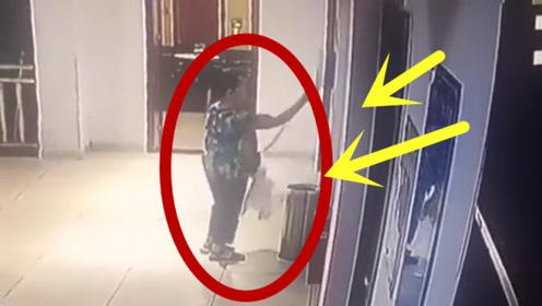 监控实拍:大妈连续一个月带背包偷厕纸,如厕者快崩溃了!
