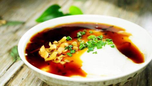 外国人吃我国早餐,直言最爱吃它,看着恶心但是真好吃