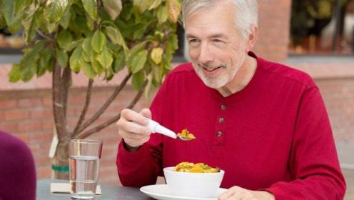 心脑血管病人注意,这3种食物就不要吃了