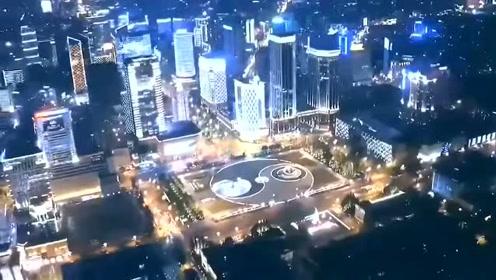 看这里!用奇幻的灯光为祖国70周年庆祝生日