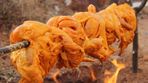 印度大爷野外烤鸡,做法有点奇葩,居然比国内的还好吃!