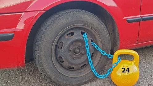 作死老外将50斤铁壶绑在车轮上,猛踩一脚油门,刺激刚刚开始