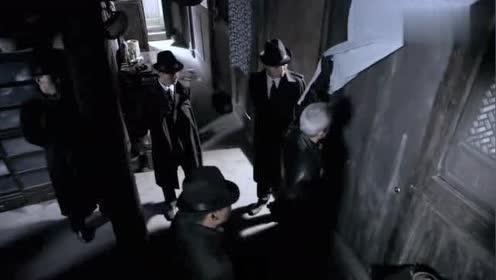 特务抓捕女地下党,她传递出重要情报,关键时刻掩护同志撤离