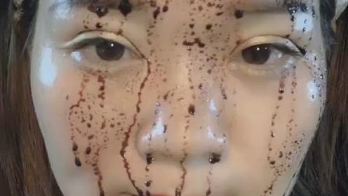 网红小姐姐为了证明她的粉底液防水防汗,直接把酱油倒脸上了
