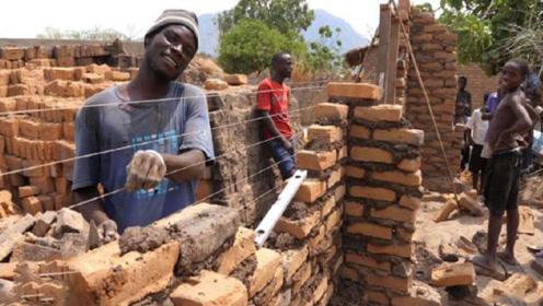 非洲人究竟有多懒?宁愿渴死也不挖井,3天能盖完的房却拖了3年!