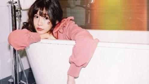张子萱晒浴室写真疑回应二胎传闻,花式炫腿毫无孕相
