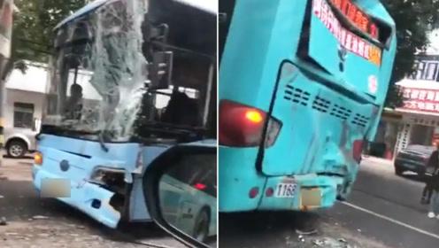 湖北荆门发生4车连环相撞致23人受伤 系公交司机操作不当导致