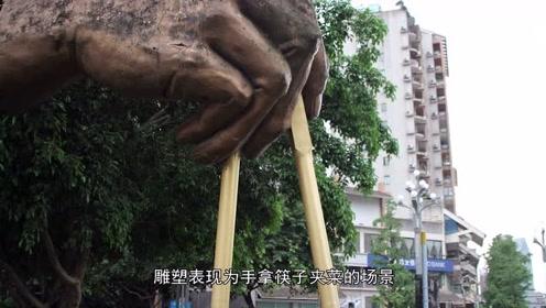 重庆现巨型筷子,高5.5米重2吨,成美食街活招牌
