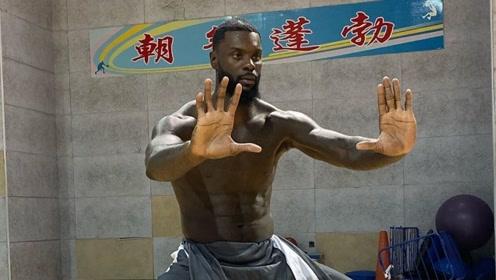 完美融入中国文化!师弟社媒晒练功照:李小龙诞生的地方