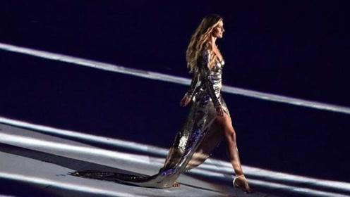 """世界最""""硬核""""模特,走一步45万美元,看完她走秀的气场值了"""