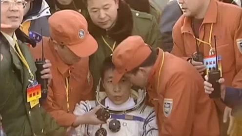 杨利伟返回地球那一刻经历了什么?