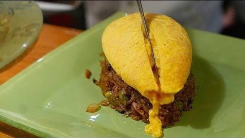 日本小店的特色蛋炒饭,一刀下去太惊艳了,看完口水直流!