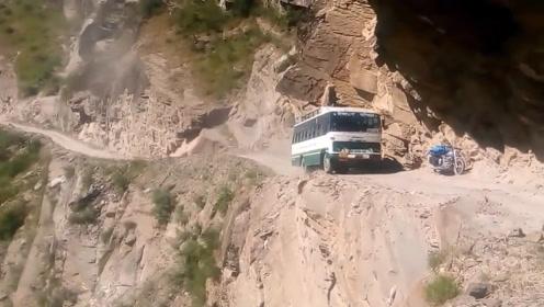 第一视角下的尼泊尔死亡公路,隔着屏幕都觉得腿软,网友:惊慌