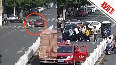 实拍:安徽一女子被轿车卷入车底 众人上演52秒生死营救