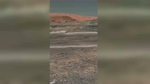 这是来自好奇号火星探测器,真实拍摄火星上面的地质环境面貌