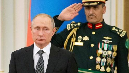 现场!沙特军乐团演奏俄罗斯国歌跑调 普京的表情亮了