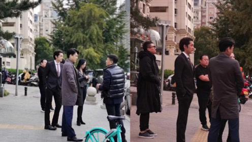 男神女神同框!网友街头偶遇胡歌靳东姚晨等明星