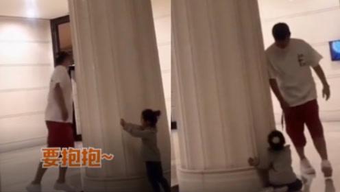 陈赫与女儿玩躲猫猫,张子萱力挺爸爸,安安生气倒地求亲亲