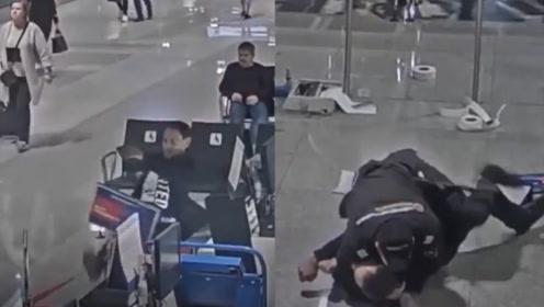 俄男子错过航班朝机场设施疯狂撒气 保安这个动作令网友大呼帅气