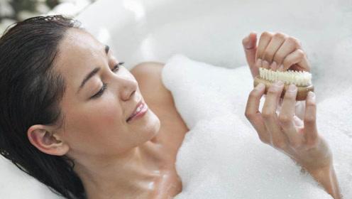 女生洗澡时都在忙什么?过程曝光后,终于明白为啥这么久!