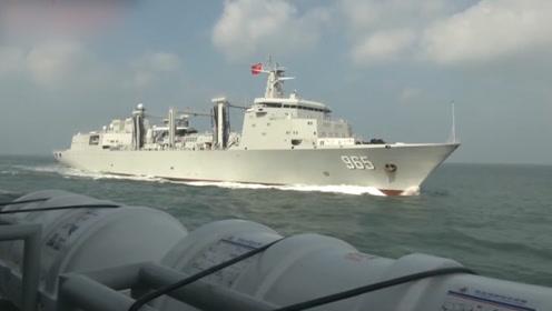 """创新!海军""""超级奶妈""""海上实施""""二次补给"""":输油管精准对接"""