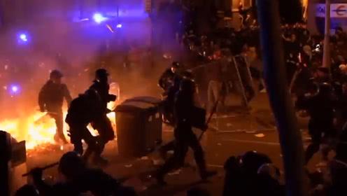 巴塞罗那暴力示威继续 汽车被焚烧街道被破坏