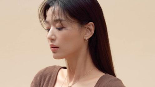 辣妈全智贤拍写真简约优雅 天鹅颈修长迷人