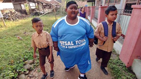 全球最胖小男孩,体重高达384斤,果然胖子都是潜力股!