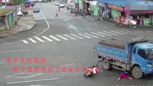 路口如虎口,不减速再挣扎也没用,下一秒画面太惨了!