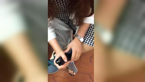 今天工地搞安全检查!看我们资料员穿的拖鞋!