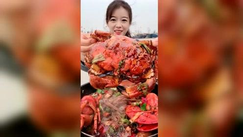你们吃螃蟹吐壳吗?小姐姐这样吃连壳都不剩了