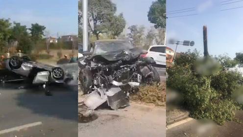 奥迪阿尔法飙车引发事故?浙江4车相撞,大树被撞断车辆报废