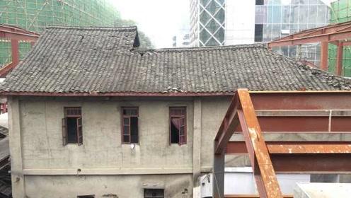 成都最繁华春熙路暗藏一座3层老洋楼,是开了30年的苍蝇馆子