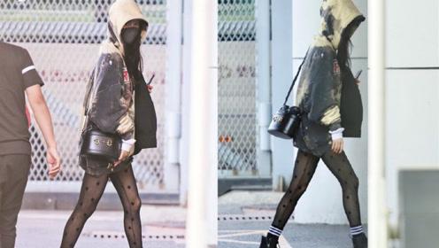 """杨幂全副武装现身机场,短裤配""""星星黑丝袜"""",网友表示挪不开眼"""