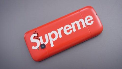 功能机也能身价翻倍! 加了Supreme的标签就是年轻人的信仰