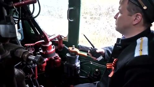 看看老式蒸汽机车怎样操作和加煤,不是想象中的那么简单