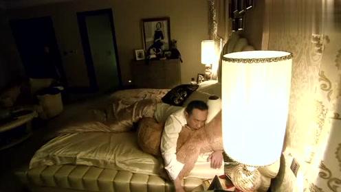 白富美见霸道总裁睡着,正想要亲一下总裁,没料被保姆破坏好事