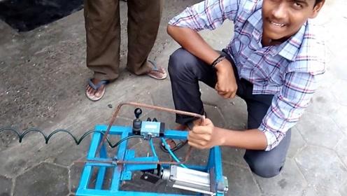 """20岁大学生发明""""气动""""钢筋弯曲机,200元造一台,建筑工好帮手"""