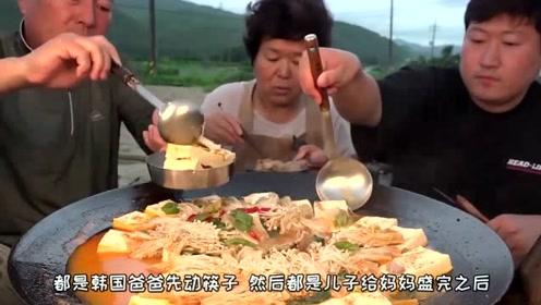 韩国农村吃播: 一家人露天吃牛肉豆腐火锅,儿子一个举动足以看出他的孝心