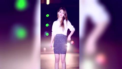 气质的美女,穿搭有范,跳舞也不错!