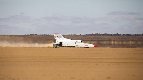 这款汽车外形酷似火箭,设计时速超1600公里,用的航空发动机