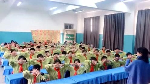 这是我见过最养眼一版的手势舞《吃鸡》,出现在学校里太震撼了!