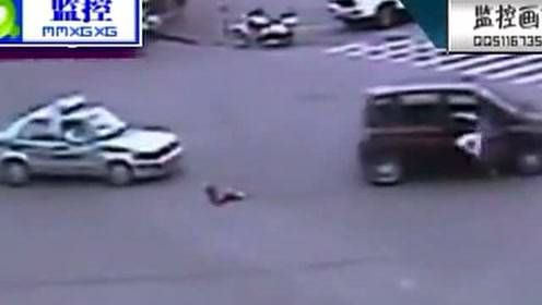 惊呆了!车流中 4岁女童突然甩出车外