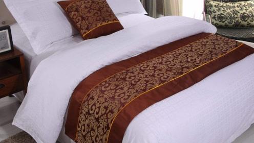 为什么酒店床上会放块布?大多数人都忽略了它,作用很大